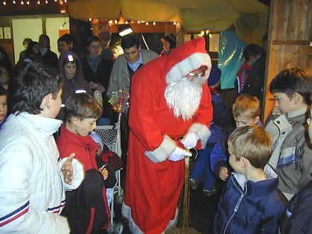 Weihnachtsmarkt rund um die Kirche