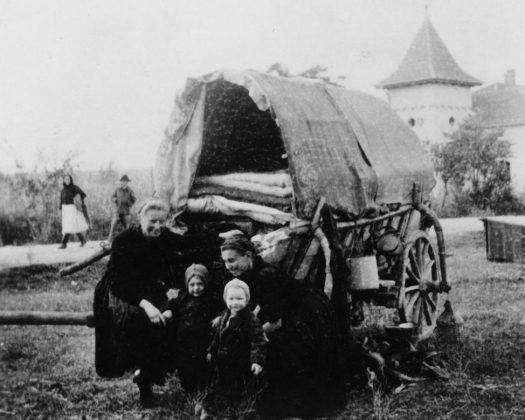 Die historischen Fotos von der Flucht der Siebenbürger Sachsen stammen aus dem Fotoarchiv des Siebenbürgen Instituts Gundelsheim