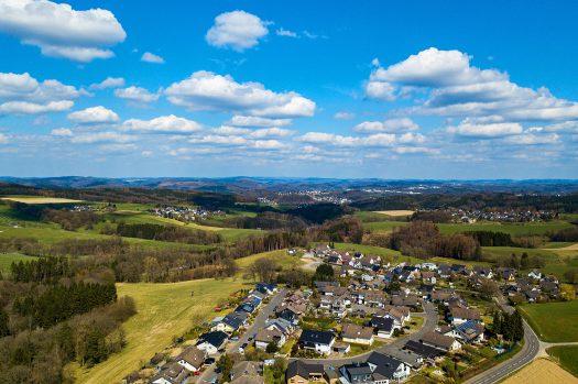 Blick heute um 14:45 Uhr von Drabenderhöhe über Hillerscheid, Niederhof, Jennecken bis nach Bielstein