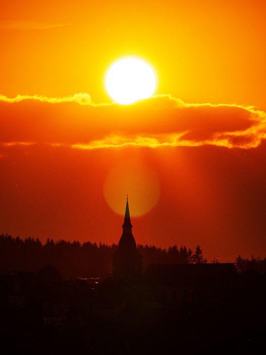 Die Sonne heute um 20:40 Uhr. Foto: Günther Melzer